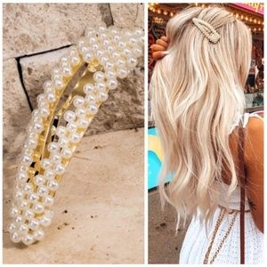 Accessories - 3/$25 Jewelry!! Ivory Faux Pearl Bead Hair Clip